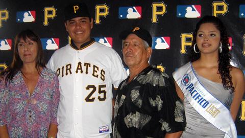 Firma de Luis Heredia con Piratas de Pittsburgh