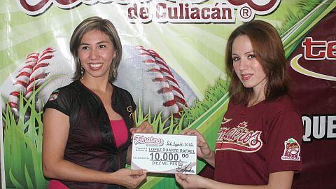 Entrega de premio de concurso de Tomateros de Culiacán