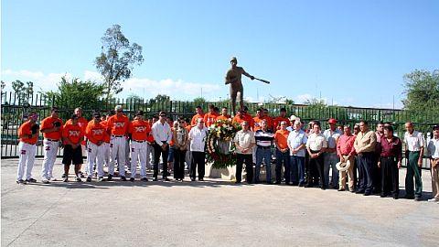 Homenaje a Héctor Espino en Hermosillo