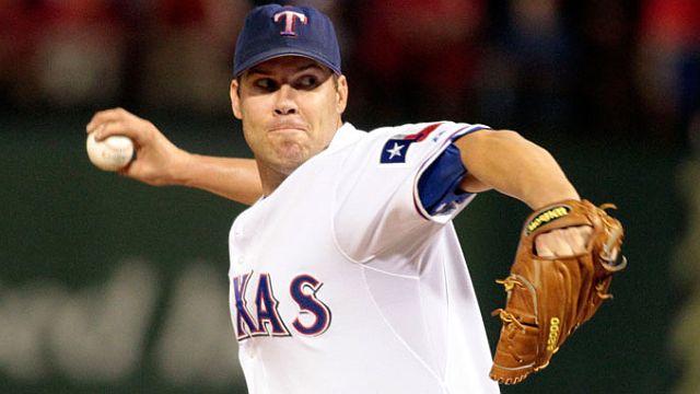 Colby Lewis, pitcher de Rangers de Texas