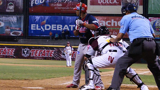 Corey Aldridge de Águilas de Mexicali al bat