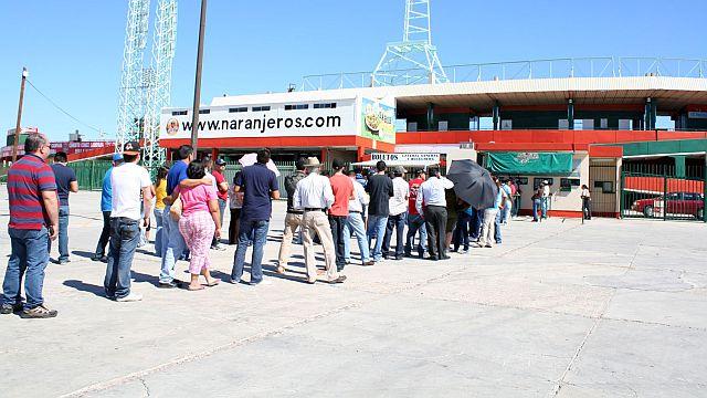 Fila en las taquillas del estadio Héctor Espino de Hermosillo