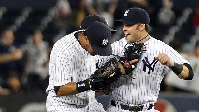 Festejo de Yankees al consumar triunfo sobre Milwaukee