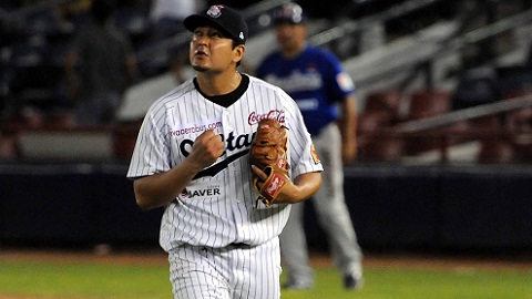 Juan Delgadillo pitcher de Sultanes de Monterrey