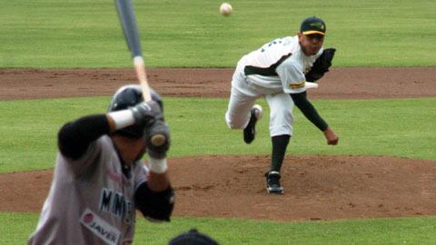 Omar Espinoza, pitcher de Pericos de Puebla