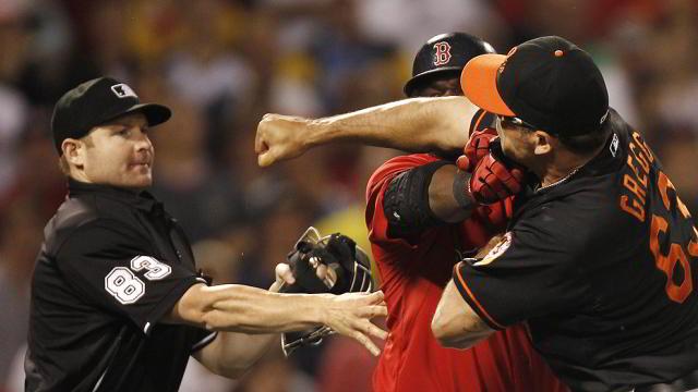 David Ortiz de Medias Rojas de Boston y Kevin Gregg de Orioles de Baltimore