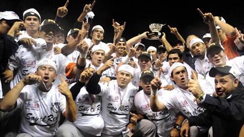 Tigres de Quintana Roo celebrando el campeonato 2011 de la Liga Mexicana