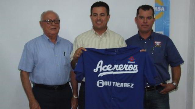 Presentación de Oscar Romero como Gerente Deportivo de Acereros de Monclova
