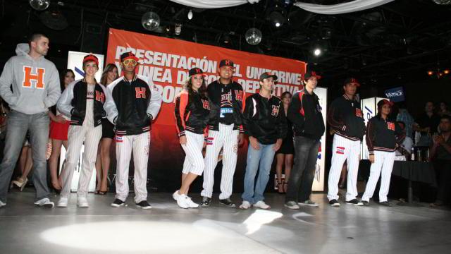 Presentación del uniforme para la temporada 2011-2012 de Naranjeros de Hermosillo