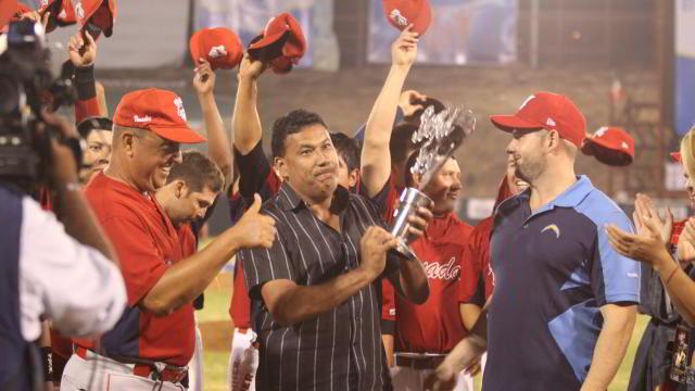 Venados de Mazatlán reciben el trofeo de campeón del Beisbol Fest 2011