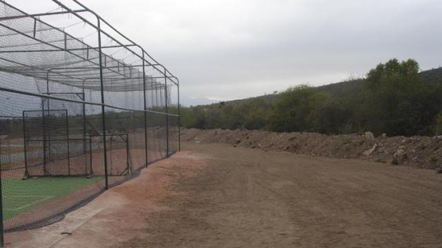 Labores de limpiez en los alrededores de la Academia de la Liga Mexicana de Beisbol