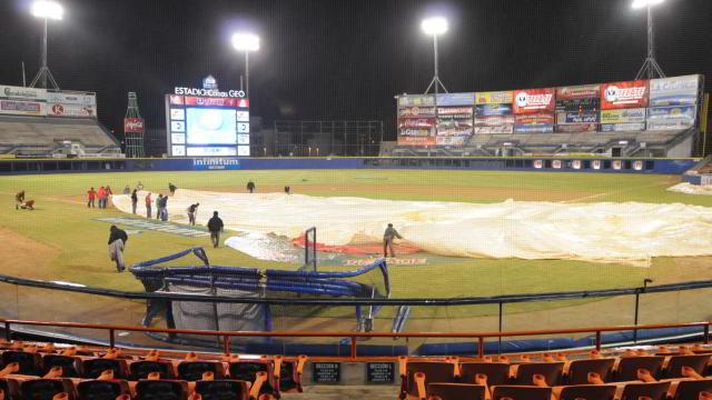 Lluvia en el estadio Casas Geo de Mexicali