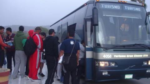 Selección abordando el autobús para iniciar su viaje al Panamericano Juvenil 2011