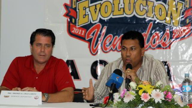 Andrés Cruz y José Luis Martínez, directivos de Venados de Mazatlán