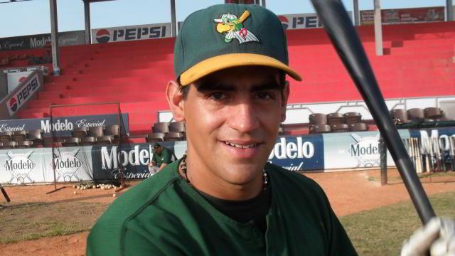 Luis Mauricio Suárez de Chileros de Xalapa en la Liga Invernal Veracruzana