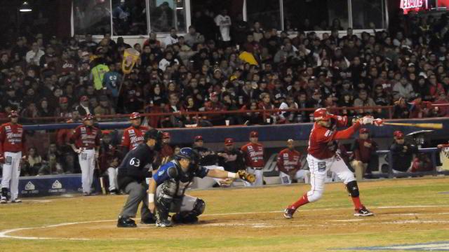 Águilas de Mexicali recibiendo a Yaquis de Ciudad Obregón en la semifinal