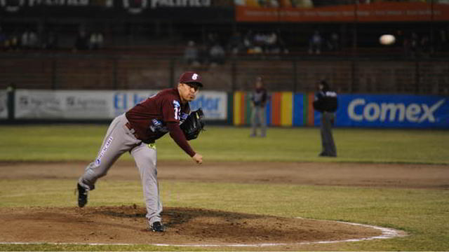Rodrigo López, pitcher de Tomateros de Culiacán ante Mayos de Navojoa