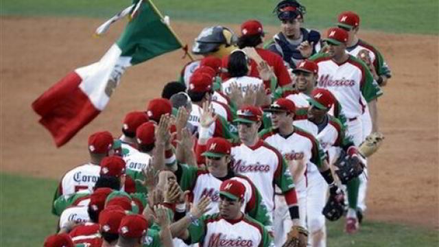 México celebrando victoria sobre Venezuela en la Serie del Caribe 2012