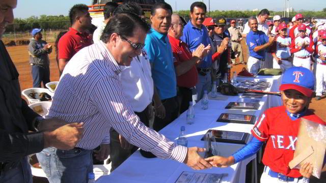 Directivos de Venados de Mazatlán en la inauguración de la Liga Quintero Castañeda