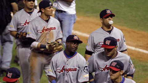 Venezuela celebrando triunfo sobre República Dominicana en la Serie del Caribe