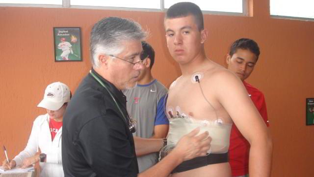 El doctor Miguel Serrano encabeza el proyecto de evaluaciones a peloteros