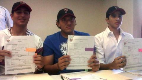 Firma de tres prospectos con Piratas de Pittsburgh