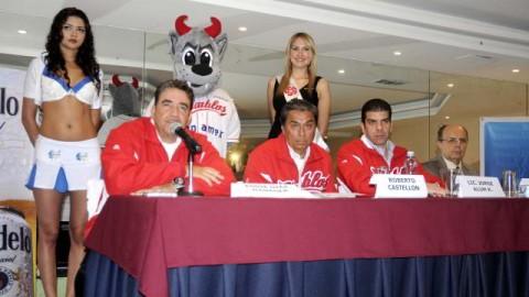 Eddie Díaz, Roberto Castellón, Jorge Alum y Plinio Escalante en la presentación de Diablos