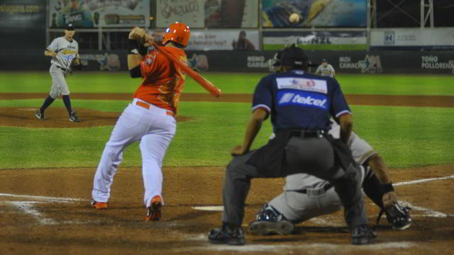 Edgar Garzón de Vaqueros Laguna contra Rieleros de Aguascalientes