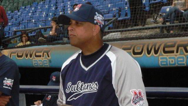 Lino Rivera manager de Sultanes de Monterrey en la Liga Mexicana de Beisbol