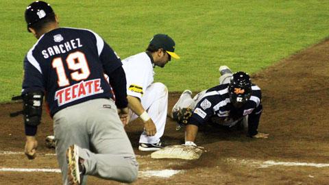 Segundo juego de la serie entre Tigres de Quintana Roo y Pericos de Puebla