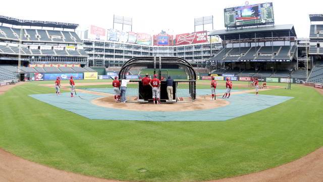 Entrenamiento de Diablos Rojos del México en el Rangers Ballpark en Arlington