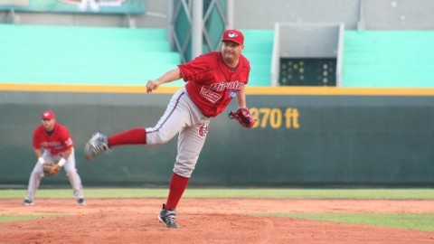 Francisco Campos, pitcher de Piratas de Campeche en Minatitlán