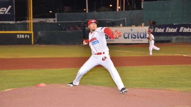 Héctor Velázquez, pitcher de Piratas de Campeche ante Delfines