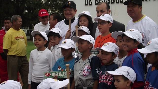 Inauguración de la Escuela de Beisbol del IDDF