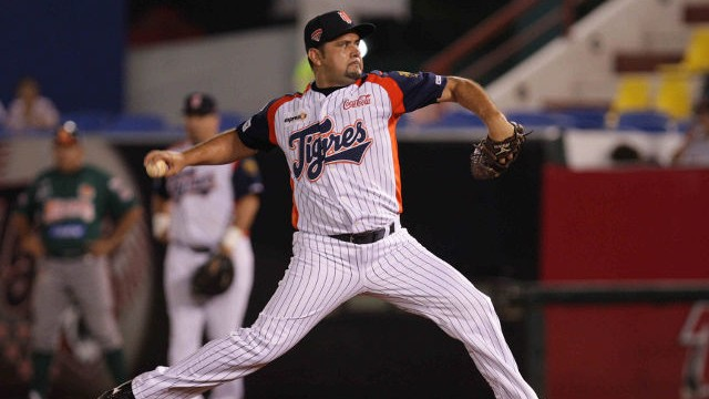 Jorge Campillo de Tigres de Quintana Roo ante Leones