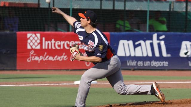 Pablo Ortega, pitcher de Tigres de Quintana Roo en Oaxaca