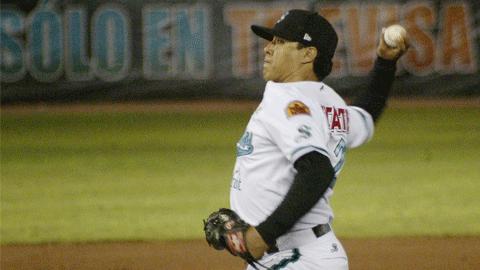 Rafael Díaz de Saraperos de Saltillo ante Rieleros
