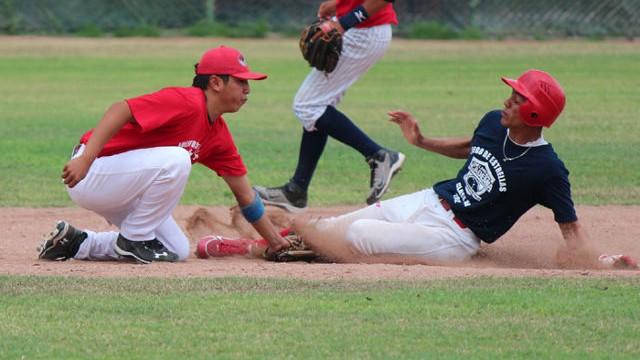 Ray Torres en intento de robo en el Juego de Estrellas Clase AA 2012