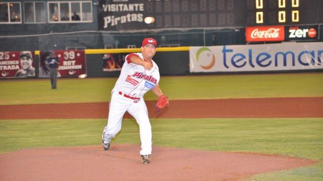 Francisco Campos, pitcher de Piratas de Campeche frente a Rojos del Águila