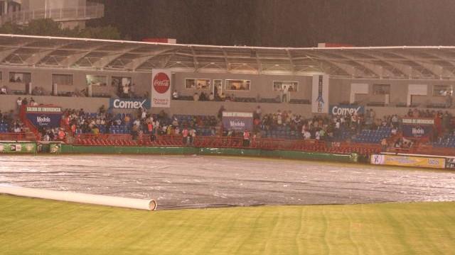Lluvia en el estadio Alberto Romo Chávez de Aguascalientes