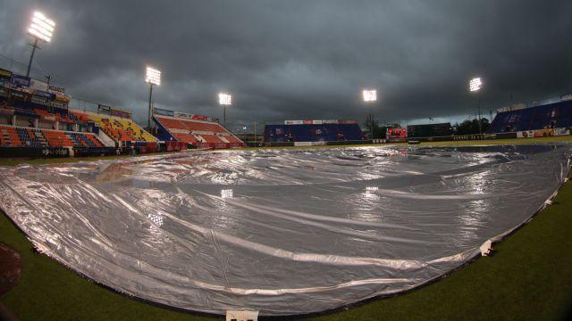 Lluvia en el Estadio Beto Ávila de Cancún