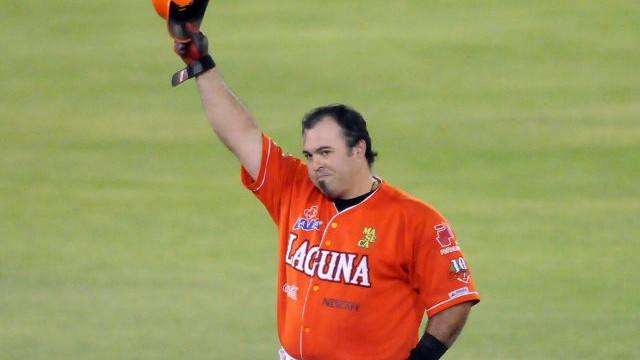 Roberto Saucedo de Vaqueros Laguna agradece ovación
