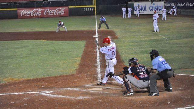 Román Peña de Piratas de Campeche frente a Tigres