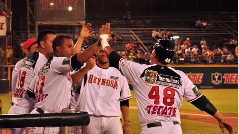Broncos de Reynosa celebran ante Piratas