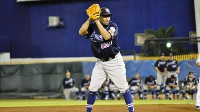 Eddy Ramos, pitcher de Sultanes de Monterrey en Ciudad del Carmen