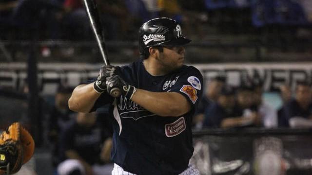 Luis Juárez de Sultanes de Monterrey frente a Leones