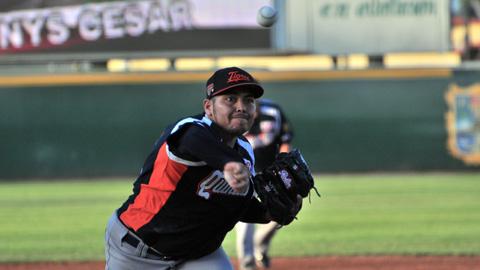Miguel Ramírez, pitcher de Tigres de Quintana Roo en Reynosa