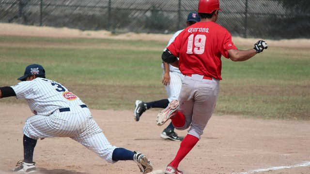 Nestor Cruz de MEXOAX corriendo en la Liga Clase AA de la Academia LMB