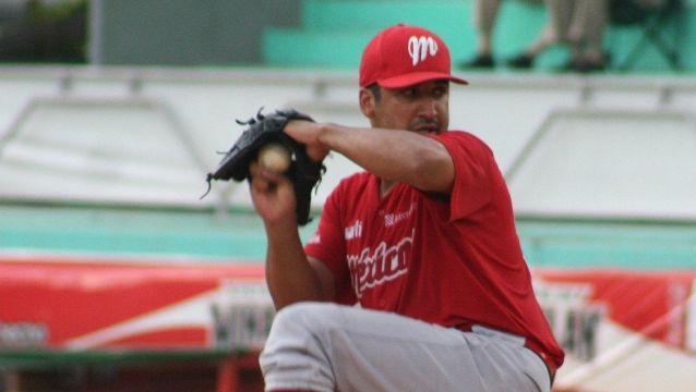 Rolando Valdez, pitcher de Diablos Rojos del México en Minatitlán