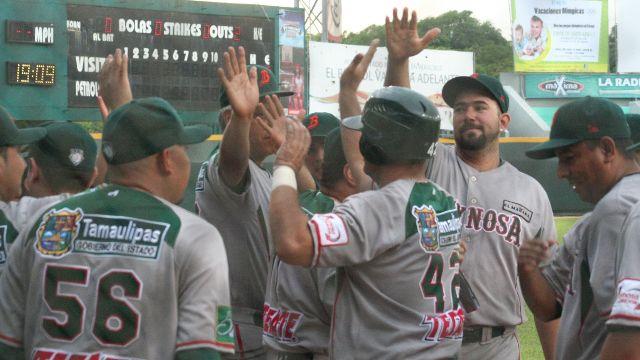 Broncos de Reynosa celebrando en Minatitlán